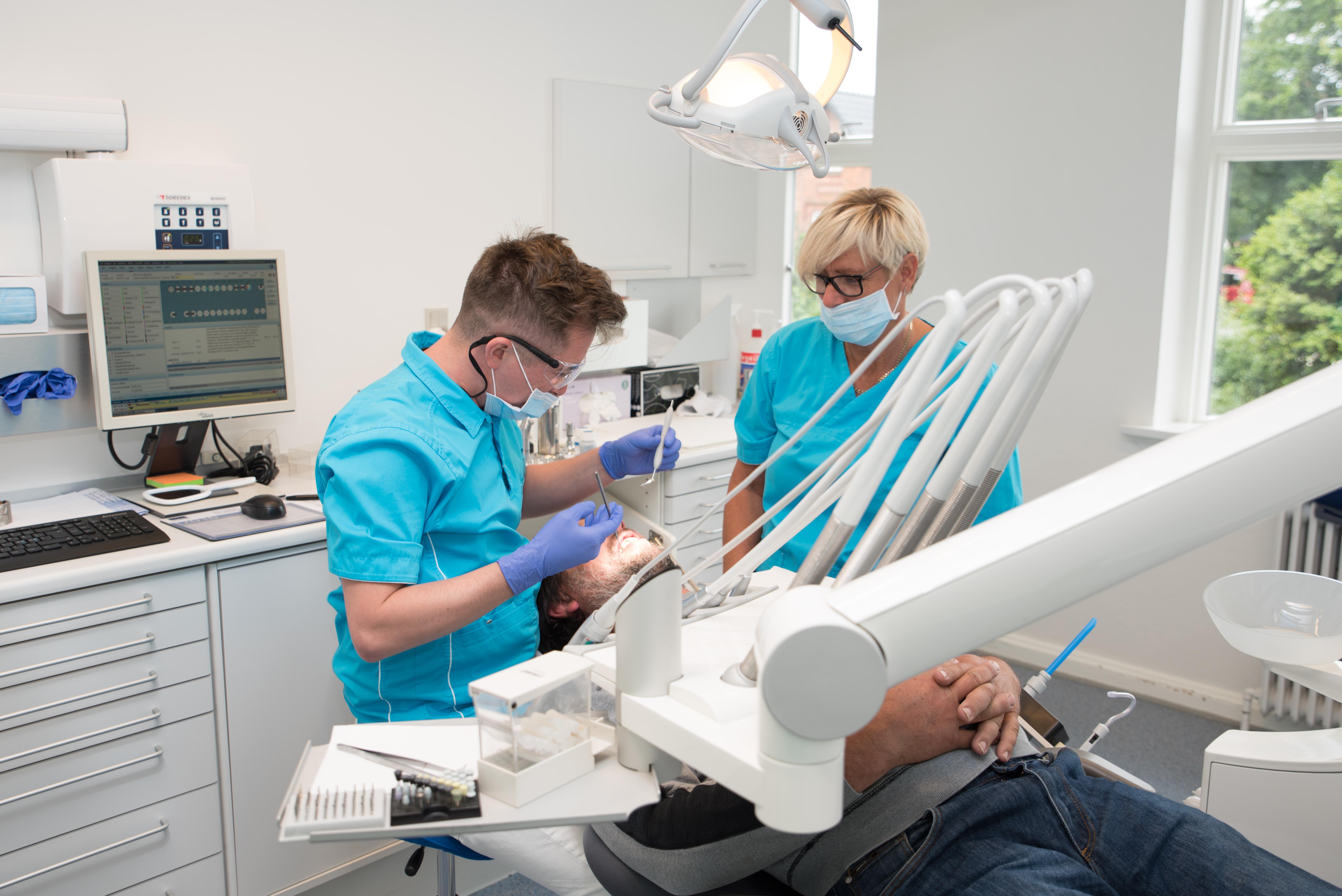 Billede-en-tandbehandling-hos-Byens-Tandklinik-Ulfborg-Struer
